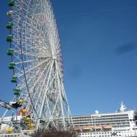qm2-and-Ferris-wheel